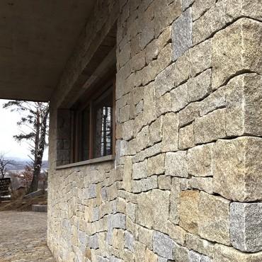 Kamenné špalety a nadpraží