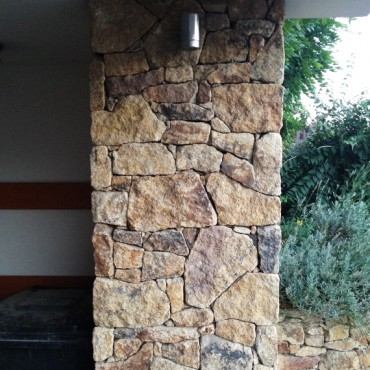 Stone wall cladding on facade - Brown Velvet