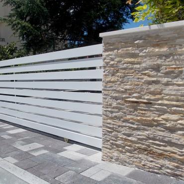 Kamenný obklad plotu - Light Créme