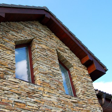 Stone cladding on the facade - Modern Rustic