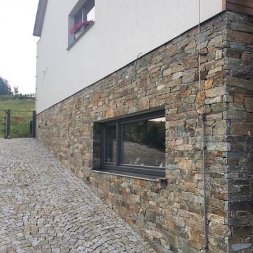Provedení rohu domu kamenným obkladem - Montego Gray