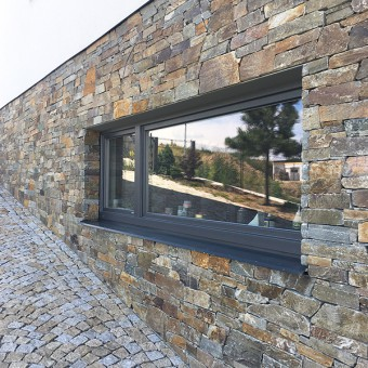 Facade from splitted stone - Montego Gray