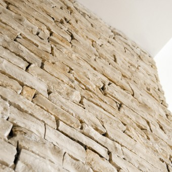 Stone wall cladding in interior - White Essence