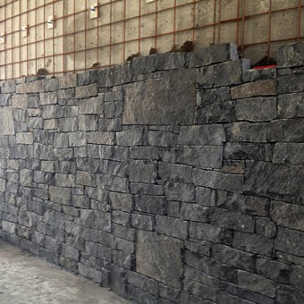 Stone wall cladding in interior - Dark Grey
